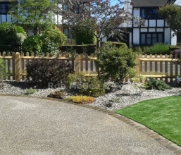 Oak palisade with artificial grass