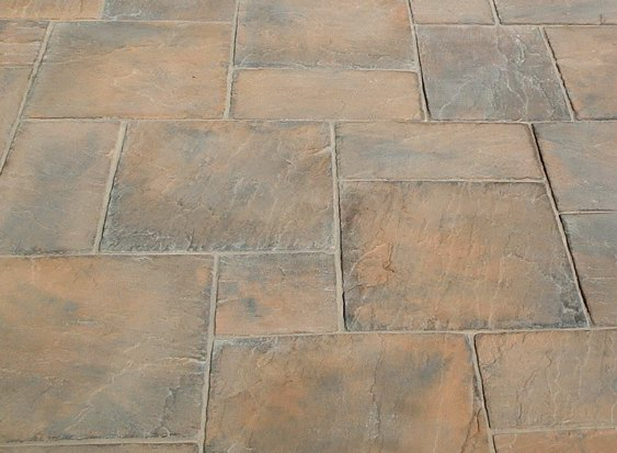 Mixed paving sizes to give a natural look