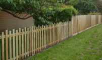 The attractiveness of this palisade blends into the privacy of closeboard.