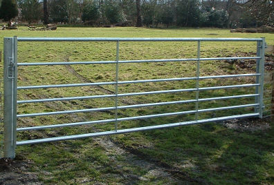 Metal gate on 4.5 inch hang and slam posts